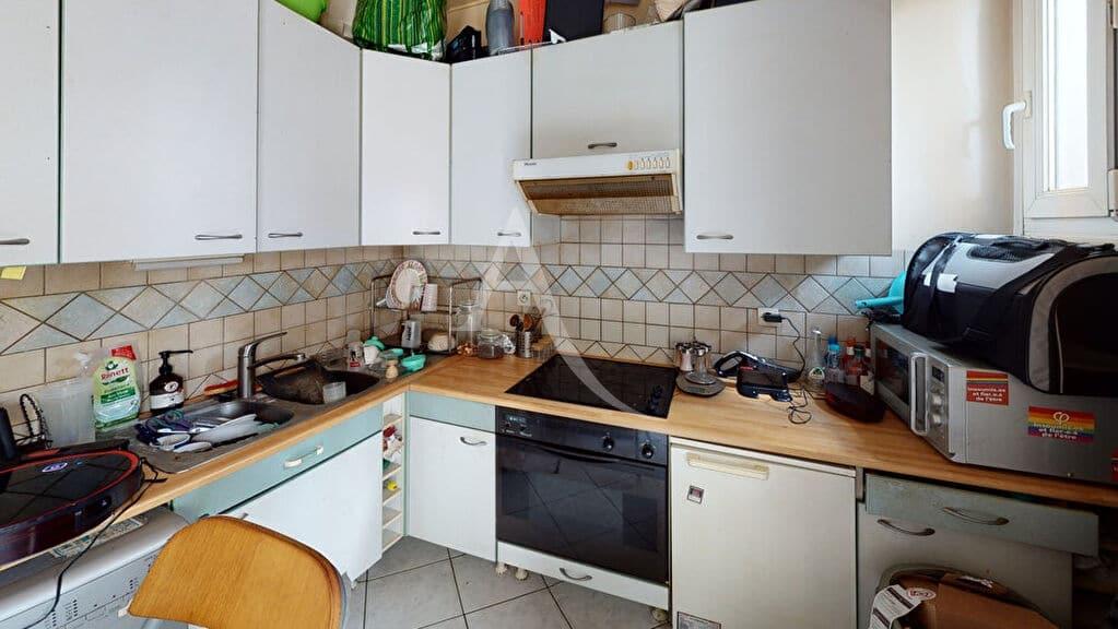 appartement alfortville: 2 pièces 34 m², cuisine aménagée ouverte couleur claire