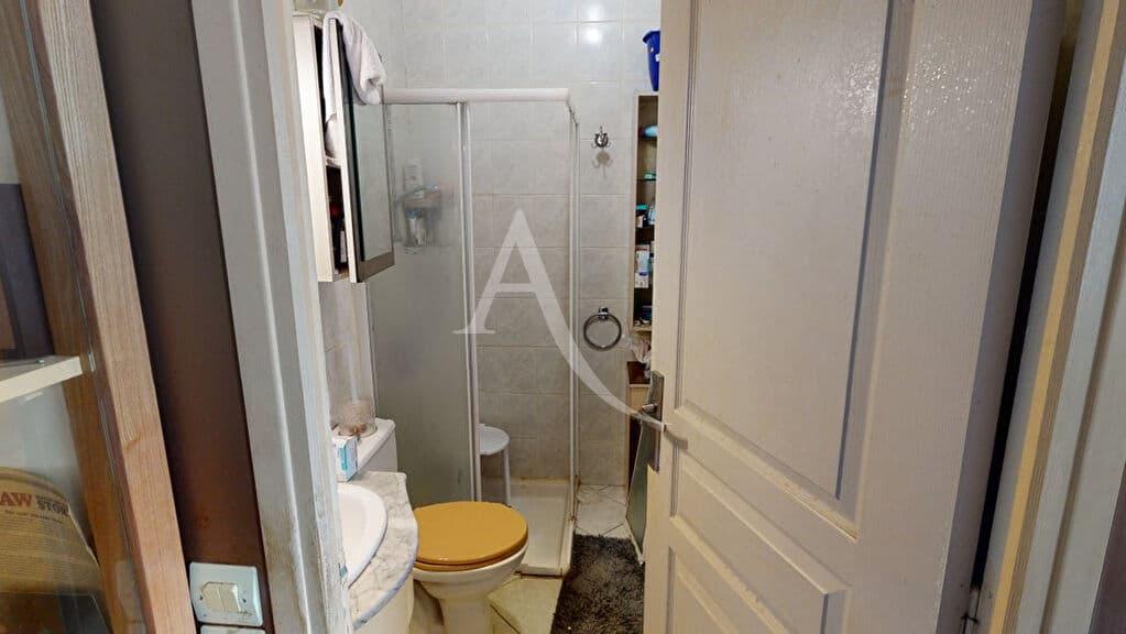 immo alfortville: 2 pièces 34 m², salle d'eau avec wc, carrelage clair