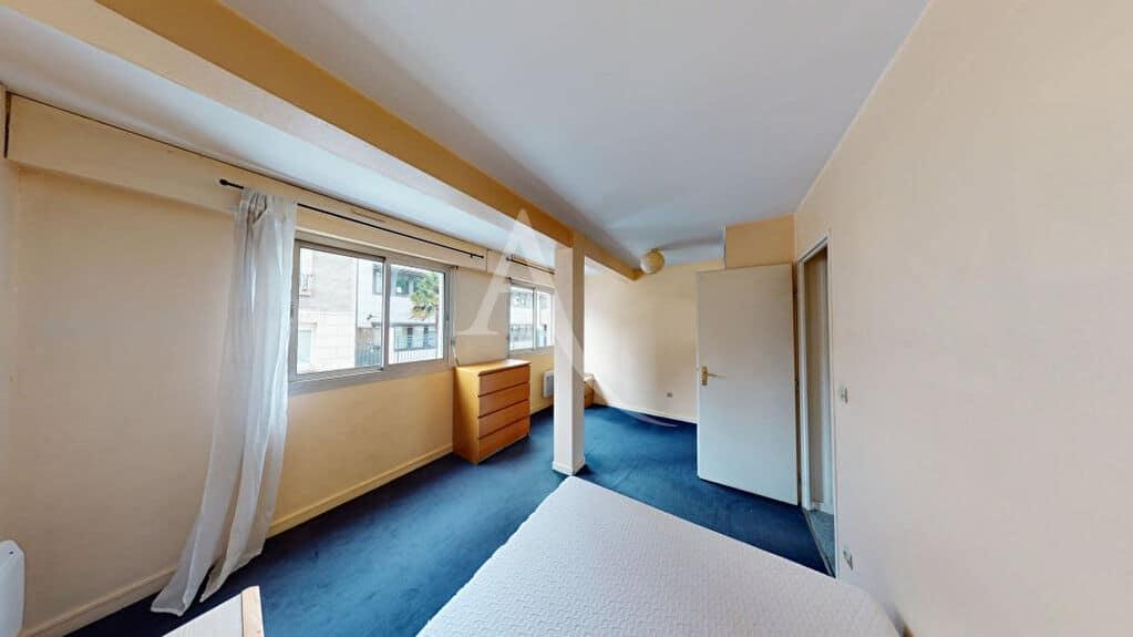 agence immobilière alfortville: 2 pièces 50 m², chambre avec 2 fenêtres sur rue calme