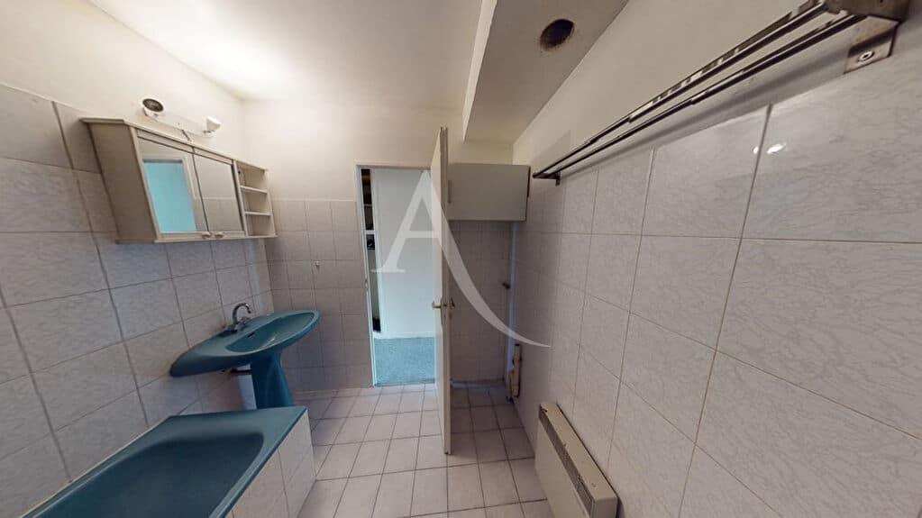 estimation appartement alfortville: 2 pièces 50 m², salle de bains avec baignoire et vasque