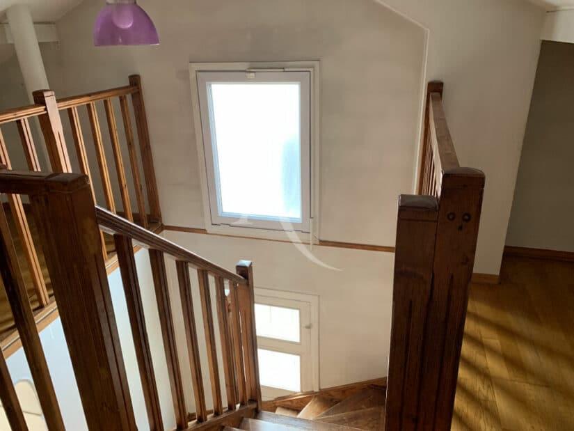 agences immobilières maisons alfort: 4 pièces 119 m², escalier menant à la chambre dans les combles