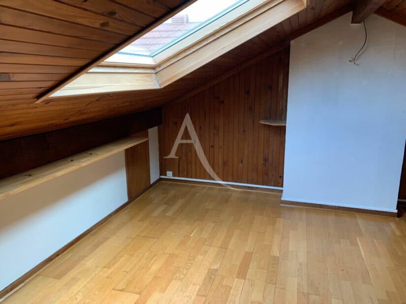 agence immo maisons alfort: 4 pièces 119 m², combles sont aménagées en une chambre, palier et dégagement