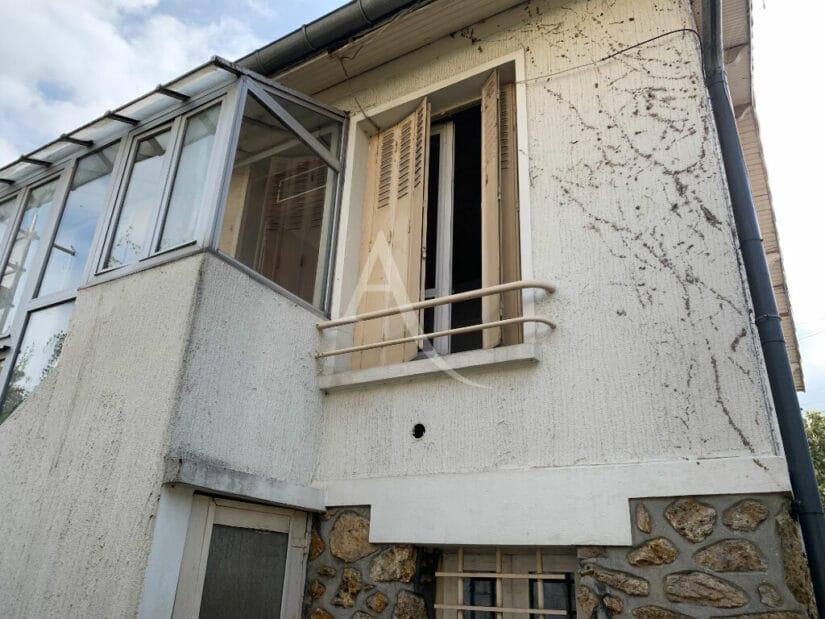 vente maison 94700: 4 pièces 119 m², bien est surélevée sur un sous-sol total