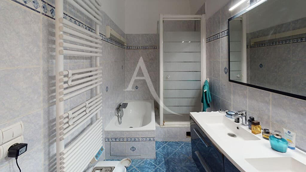 estimation appartement prix: 4 pièces 76 m², paris porte de vincennes, la salle de bains