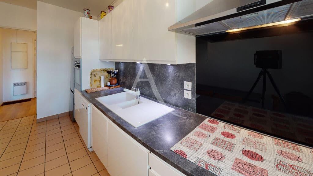 immobilier alfortville: appartement 3 pièces 71 m², cuisine  moderne entièrement aménagée et équipée de 9 m²