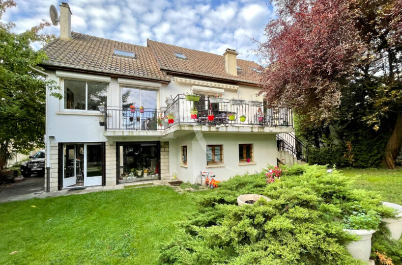 agence immobilière val de marne: maison 10 pièces 270 m², non mitoyenne sur jardin paysagé de 613 m²