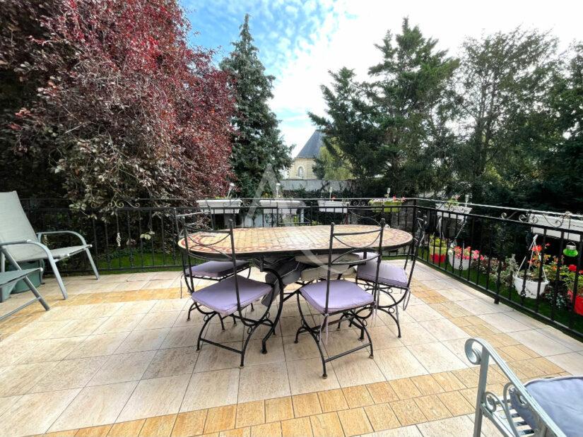 l adresse immobilier 94: maison 10 pièces 270 m² à vendre, terrasse 25 m² sur jardin paysagé