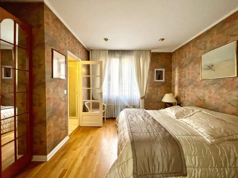 agence immo 94: vente maison individuelle 10 pièces 270 m², la suite parentale