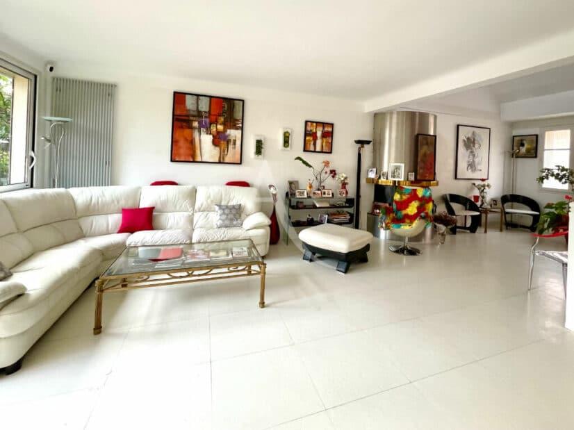 immobilier 94: vente pavillon 10 pièces 270 m², triple séjour avec cheminée