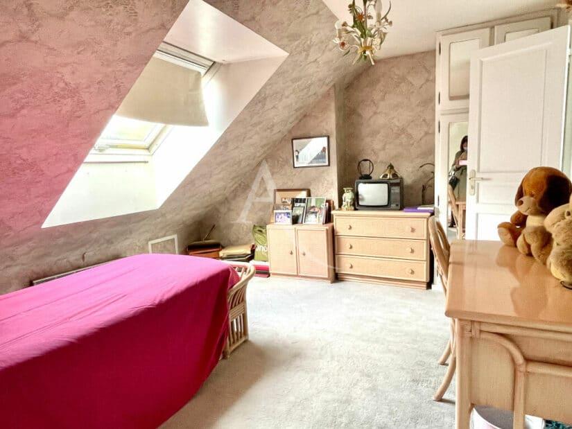 agence immobilière adresse: vend maison 10 pièces 270 m² à vitry, la quatrième chambre