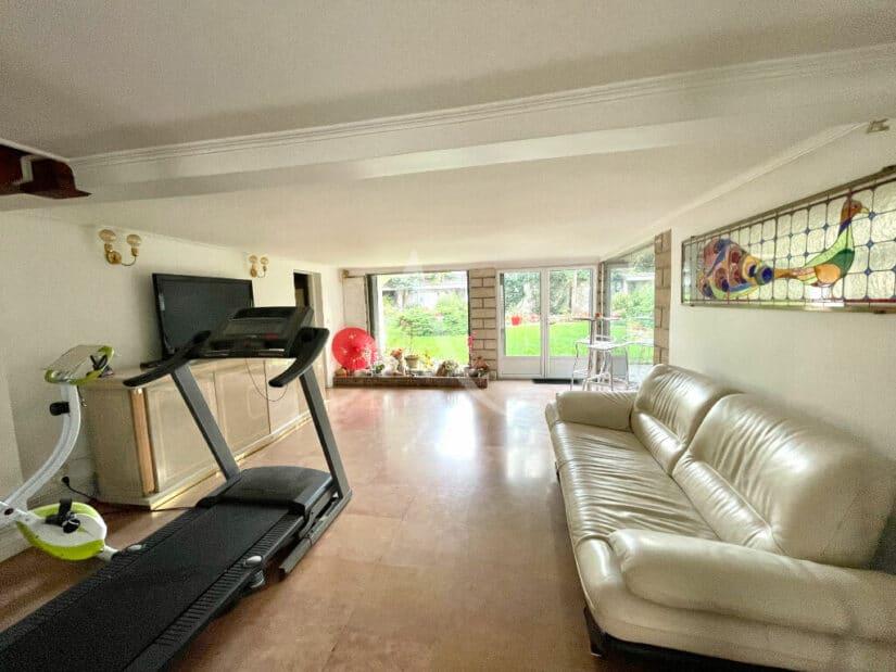 agence immobiliere du val de marne: maison 10 pièces 270 m², salle de détente