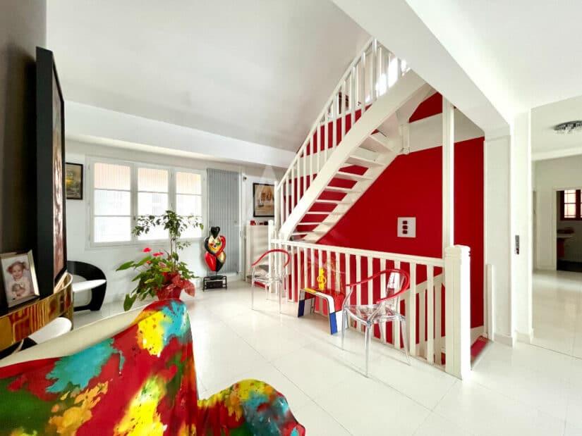 estimation immobilière maison: 10 pièces 270 m² à vendre sur vitry, triple séjour avec escalier vers l'étage