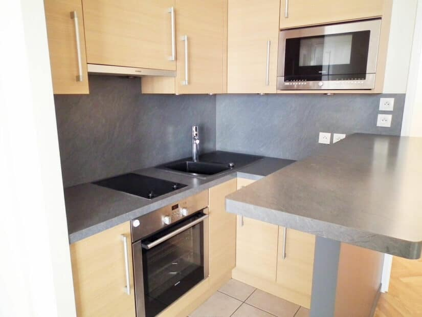 appartement charenton le pont: 2 pièces 34 m², cuisine us semi-équipée (four, hotte, plaque, micro-onde)