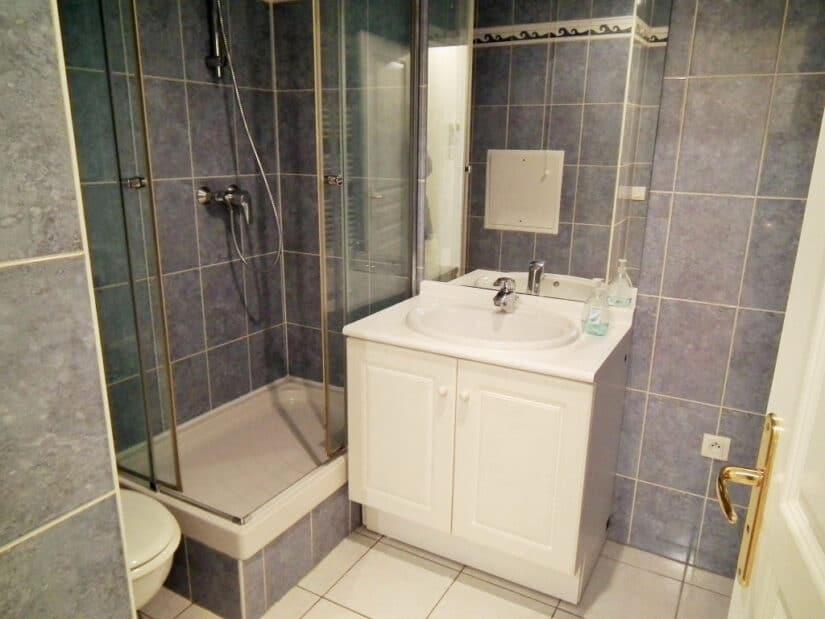 charenton le pont appartement location: 2 pièces 34 m², salle d'eau: meuble vasque, miroir , branchement lave-linge