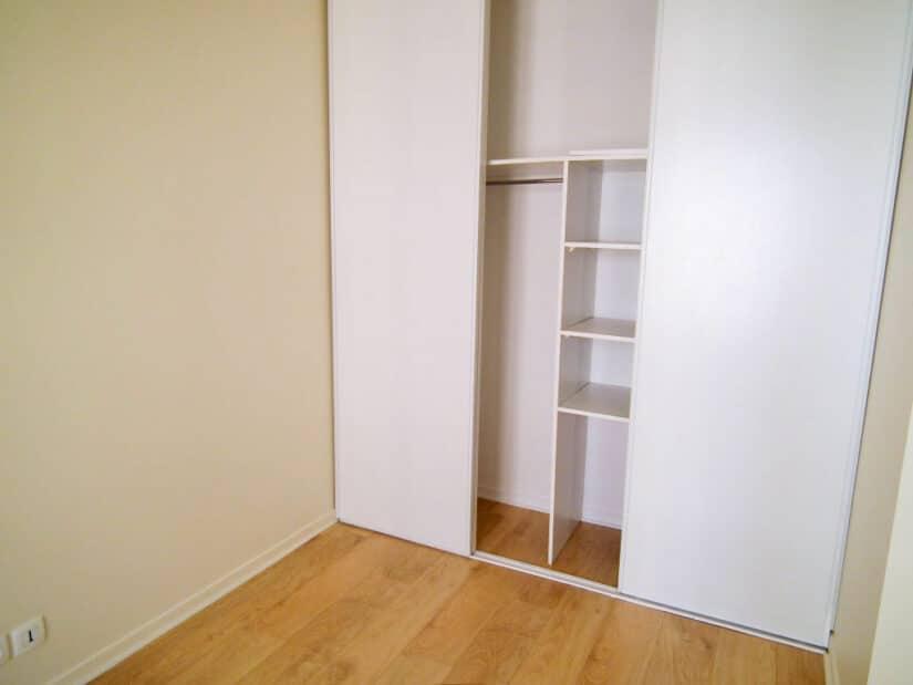 louer appartement charenton-le-pont: 2 pièces 34 m², chambre avec un grand placard