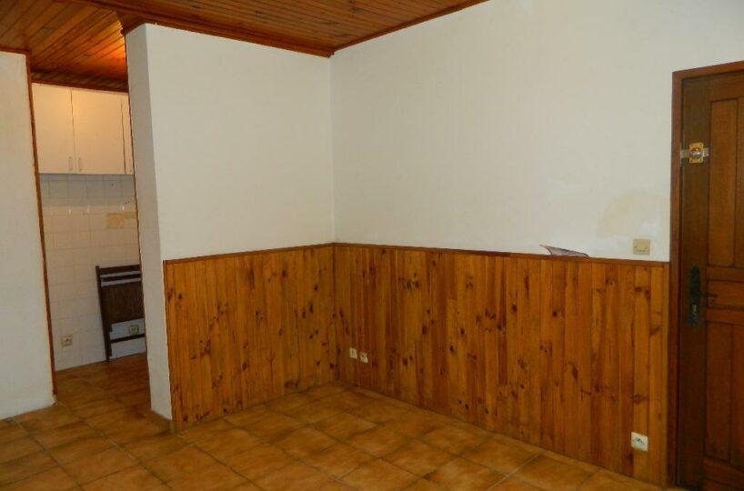 agence immo maisons-alfort: loue 2 pièces 27 m², à 3 mins du métro stade, proche commerces